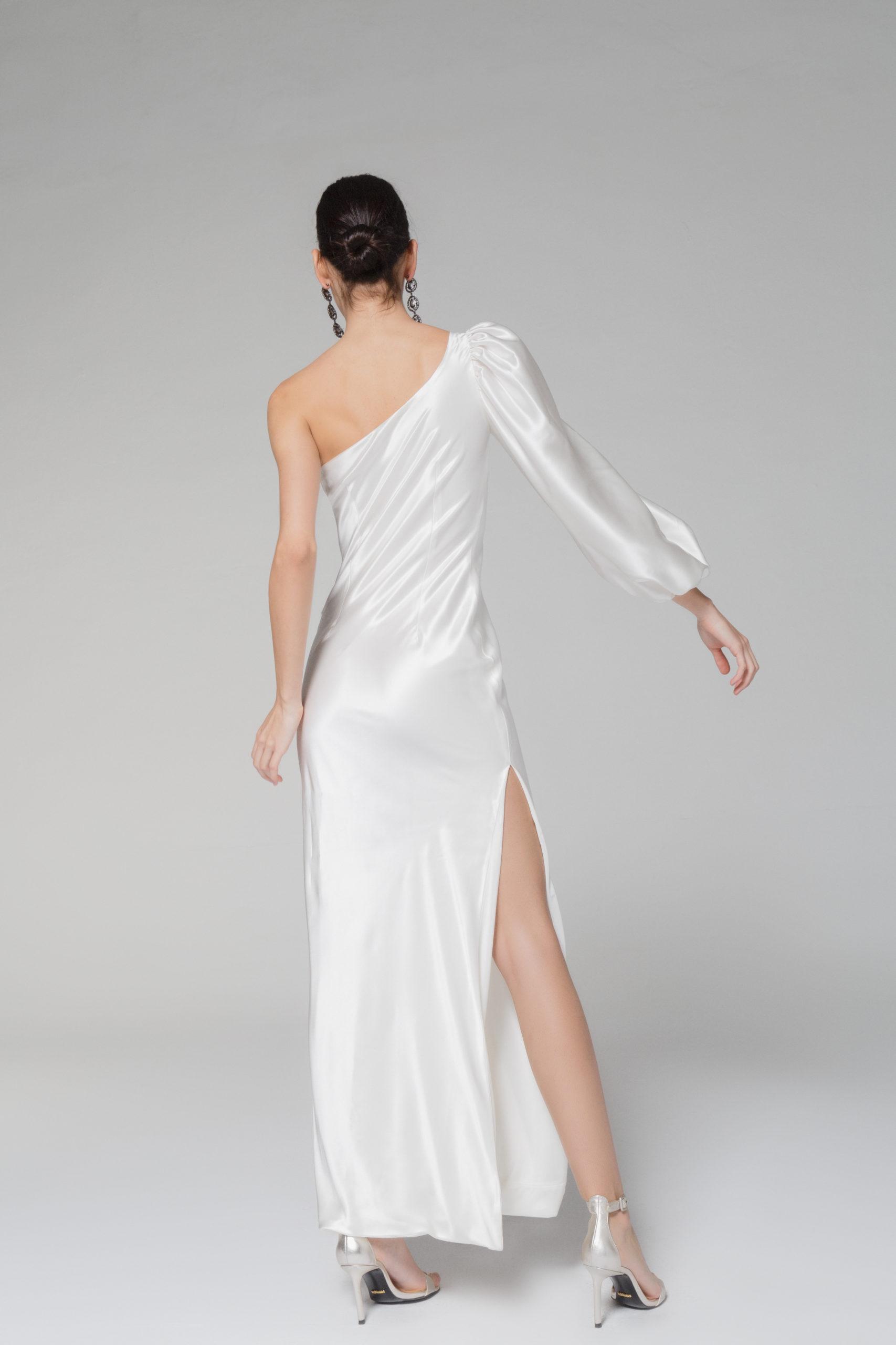 vestido de novia asimétrico de seda