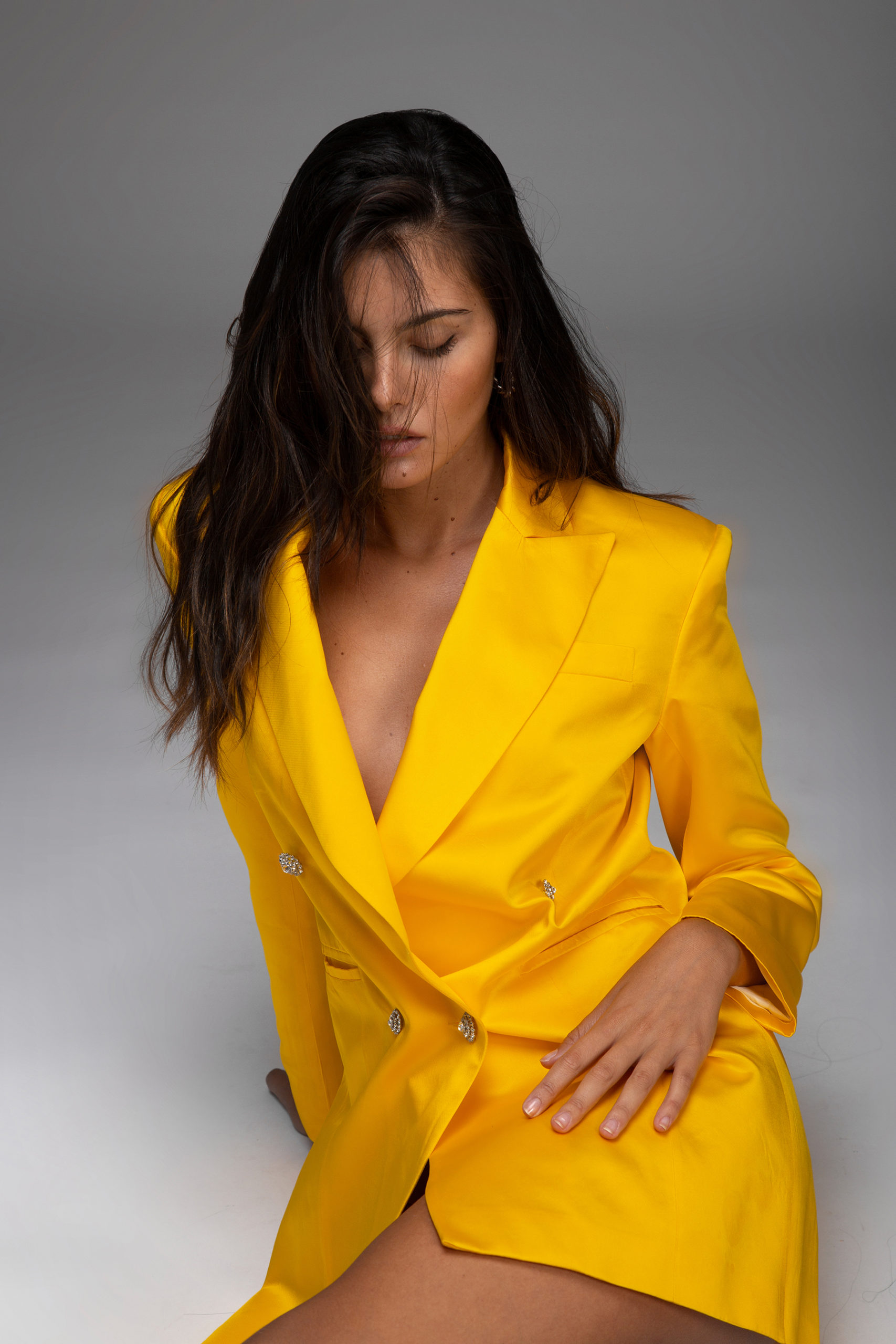 womance-tuxedo-smokin-chaqueta-seda-mini-dress-yellow-hq-6